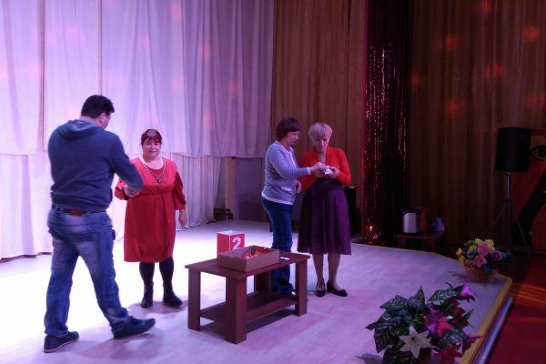 Вручение билетов на спектакль «Шикарная свадьба» в Кемеровский областной театр драмы им. Луначарского