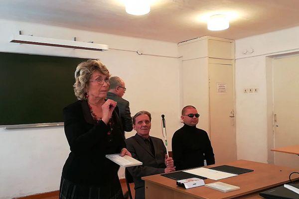 Карпенко Г.П. рассказывает студентам о книгах  (РТШ)