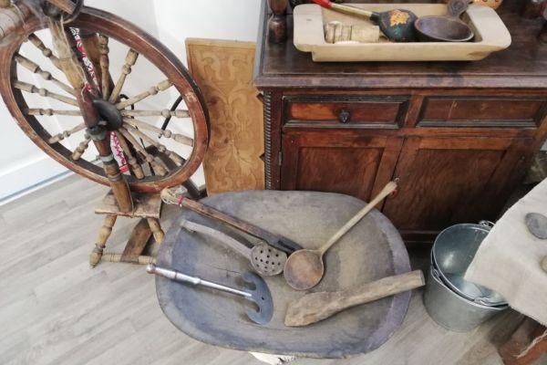 на фото старинные предметы