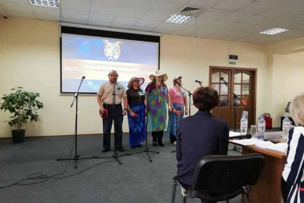 на фото выступление команды