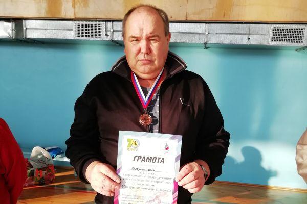 Игорь Шарифулович, инвалид 3 группы, занял 3 место по армреслингу