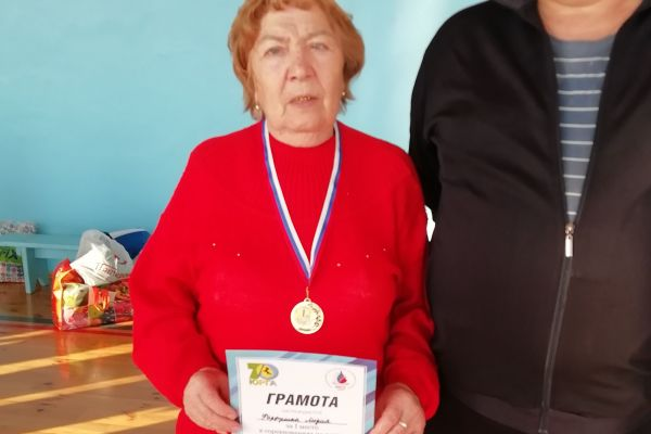 Лидия Филипповна, инвалид 2 группы, заняла 1 место по дартсу