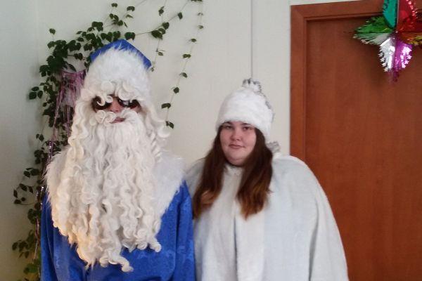 Светлана и Владимир в амплуа деда Мороза и Снегурочки