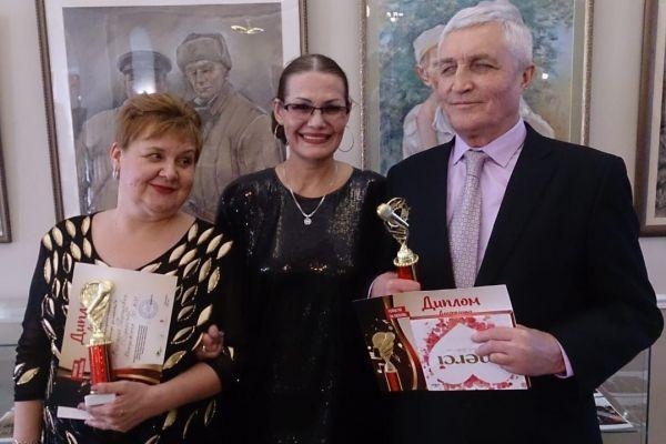 на фото Подлесная Вероника, Геслер Марина и Игуминов Василий
