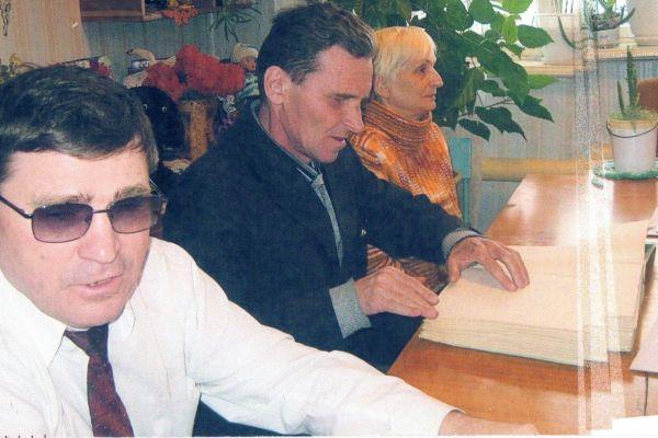 На фото слева направо Мазуров Е.Д, Шакиров Т.А., Перькова Л.Н.