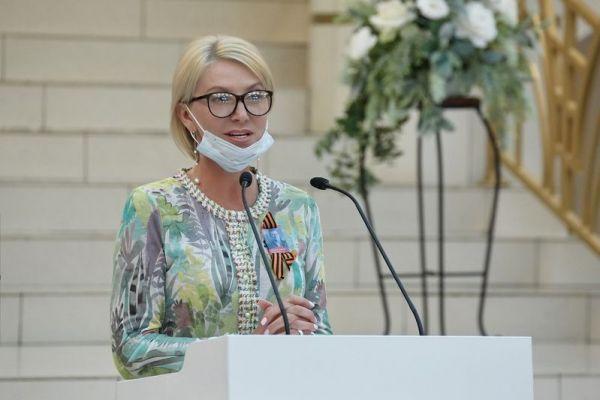 на фото министр культуры Кузбасса - Марина Александровна Евса