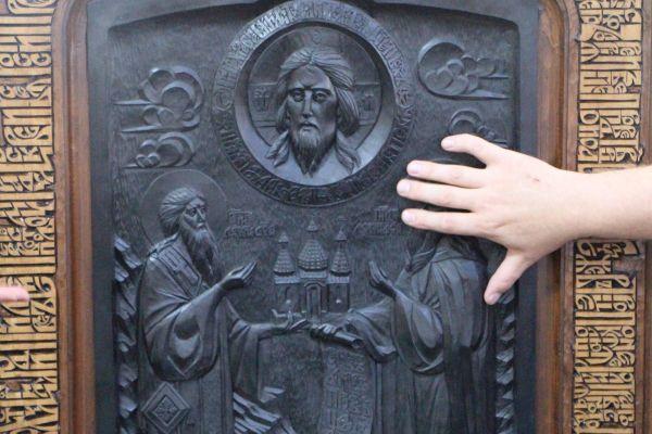 Выставка резных икон на фото Петров А.Ю.