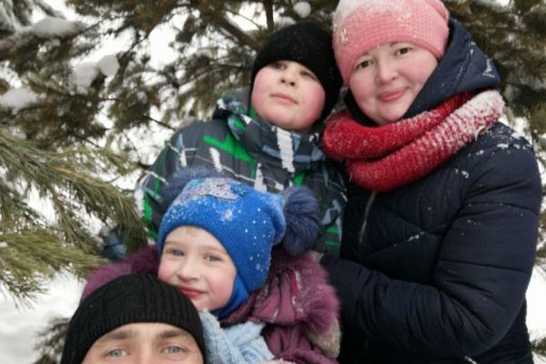 на фото семья Черепановых, г. Новокузнецк