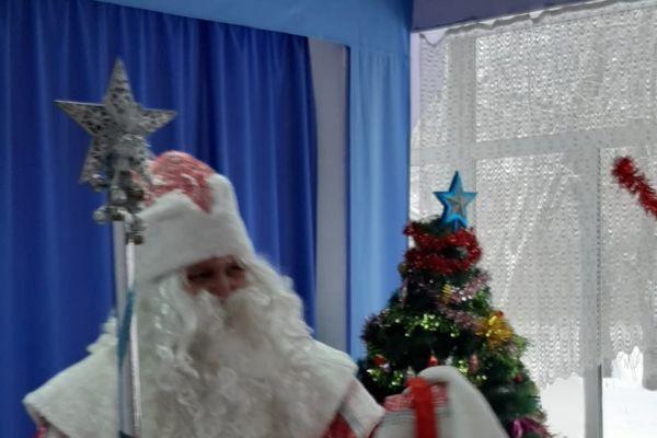 на фото Дед Мороз