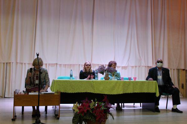 на фото председатель Кемеровской региональной организации ВОС - И.А. Крюкова и председатель КРК РО ВОС - А.И. Галкин