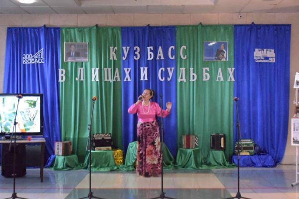 на фото Логунова Татьяна Генриховна