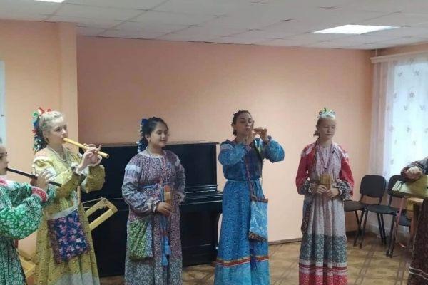 prazdnichnyj-kontsert-posvyashchennyj-dnyu-shakhtjora-i-dnyu-goroda-27A62660A-D94A-D19D-03DD-410B0751087B.jpg