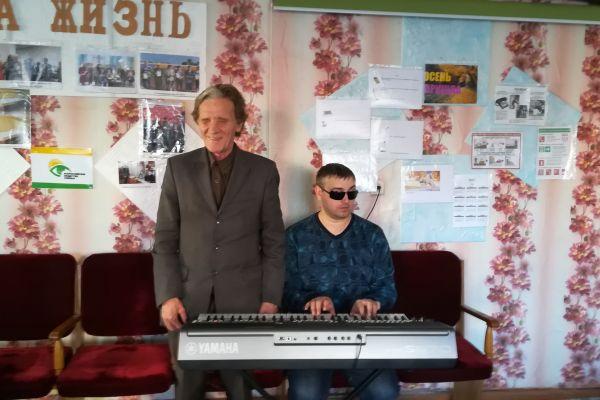 В. Леонтьев и Т. Шакиров